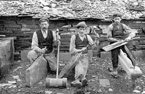 Quarrymen splitting slates